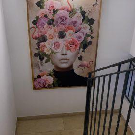 'אישה ופרח #3' תמונת פורטרט פרחים למטבח לפינת אוכל דגם 803 photo review